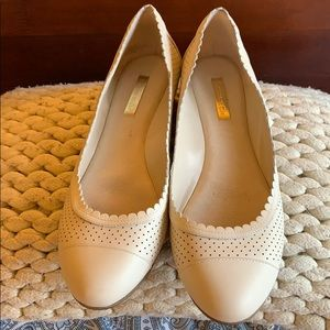Louise te Cie Shoes SZ 9 cream color